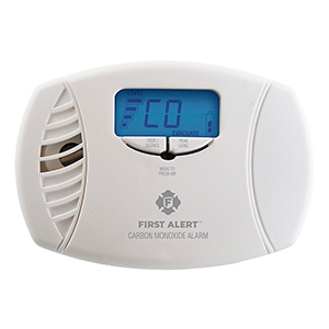 First Alert CO615 Plug-In Carbon Monoxide Alarm with Digital Display (1039746)